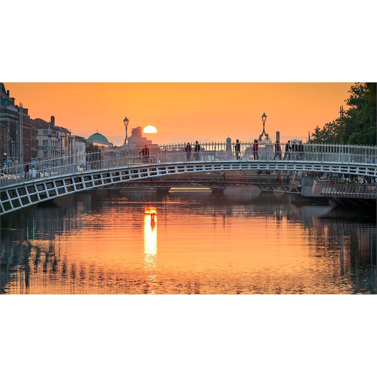 The Ha'penny Bridge, Dublin at sunset © Robert Kelly