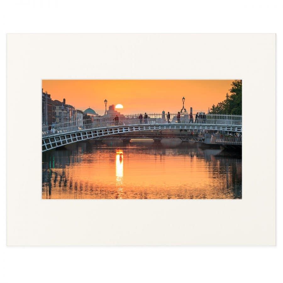The sun sets over the Ha'penny Bridge, Dublin