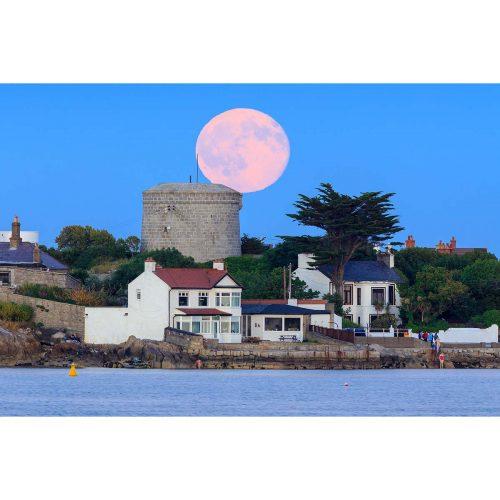 Moonrise over Sandycove Beach © Robert Kelly